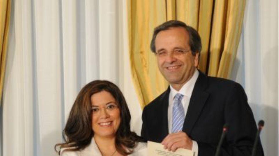 Ο Σαμαράς βράβευσε υπάλληλο που «έσωσε» 500 εκατ. ευρώ για το κράτος