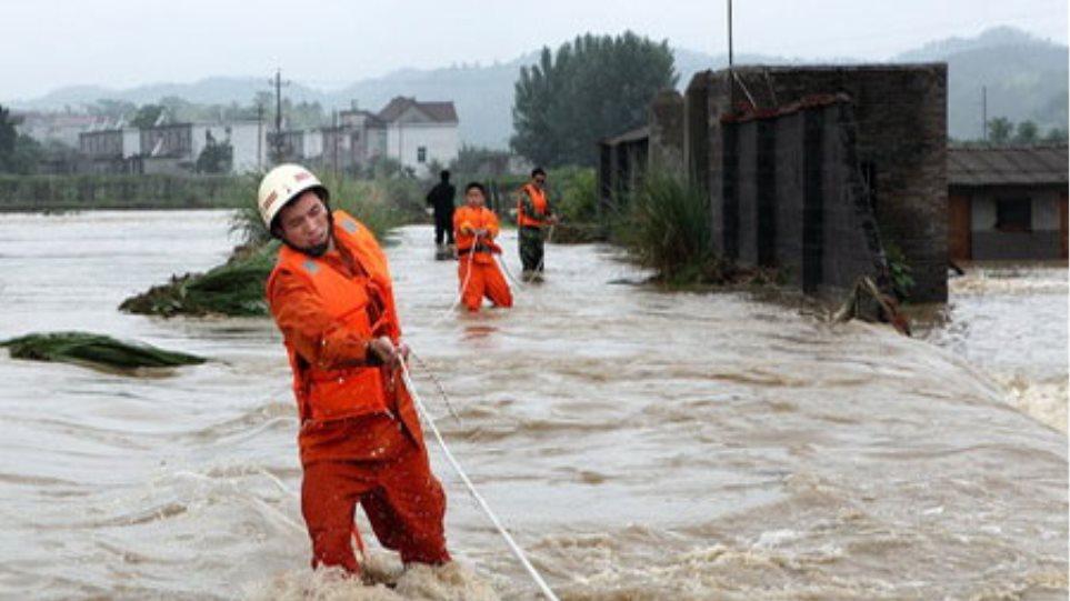 Κίνα: Δεκάδες νεκροί και αγνοούμενοι από καταρρακτώδεις βροχές