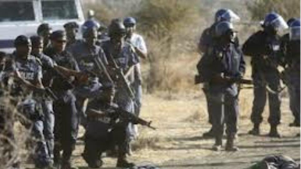 Ν. Αφρική: Η εταιρεία Λονμίν απειλεί τους απεργούς μεταλλωρύχους