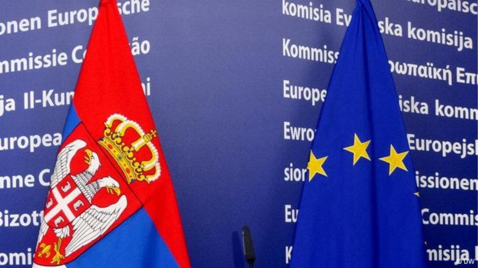 Το 49% των Σέρβων υποστηρίζει την ένταξη της χώρας στην ΕΕ