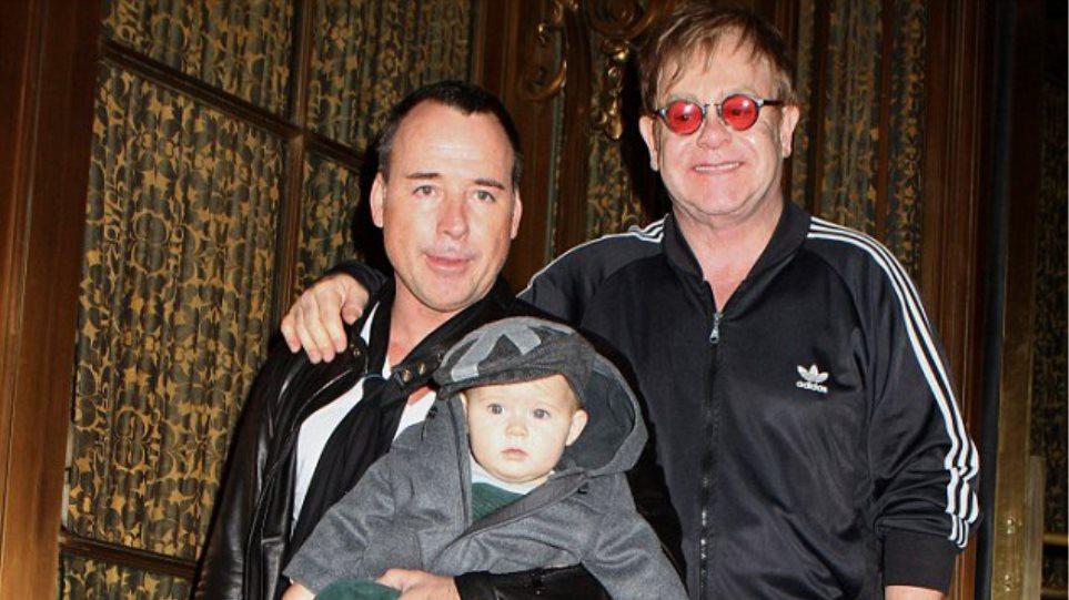 Elton John: Ο γιος μου θα έχει δύσκολα παιδικά χρόνια χωρίς μητέρα!