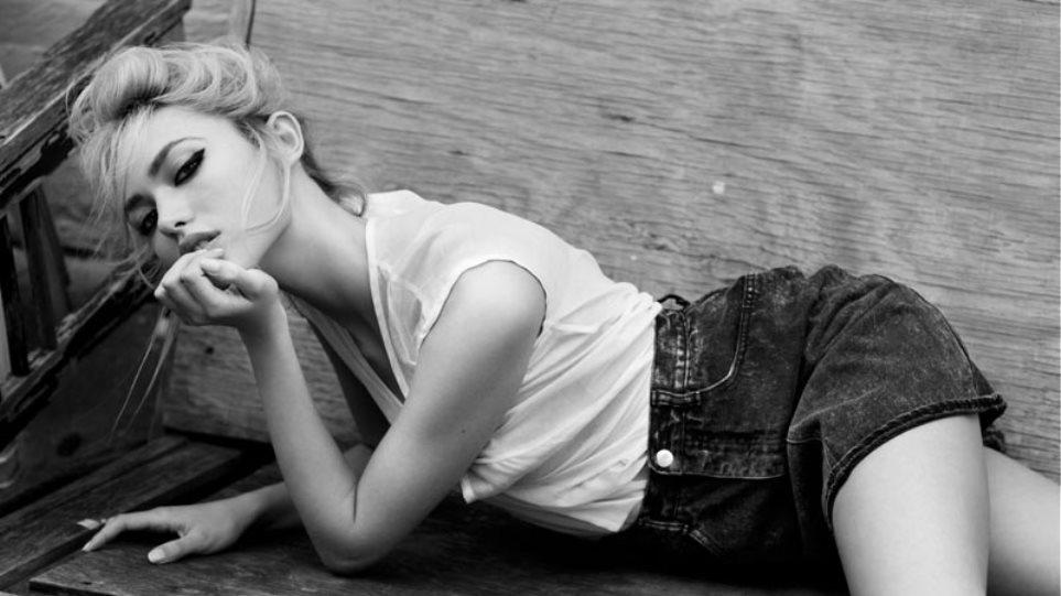 Cora Keegan: Μια ξανθιά κούκλα από το Λας Βέγκας