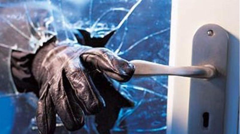 Αιματηρή εισβολή κακοποιών σε σπίτι επιχειρηματία