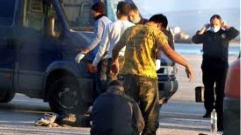 Μετέφερε με το φορτηγό του 51 παράνομους μετανάστες