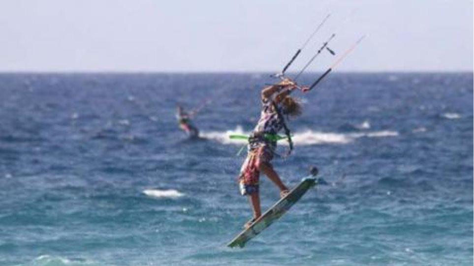 Τραυματίστηκε 33χρονη ενώ έκανε θαλάσσιο αλεξίπτωτο