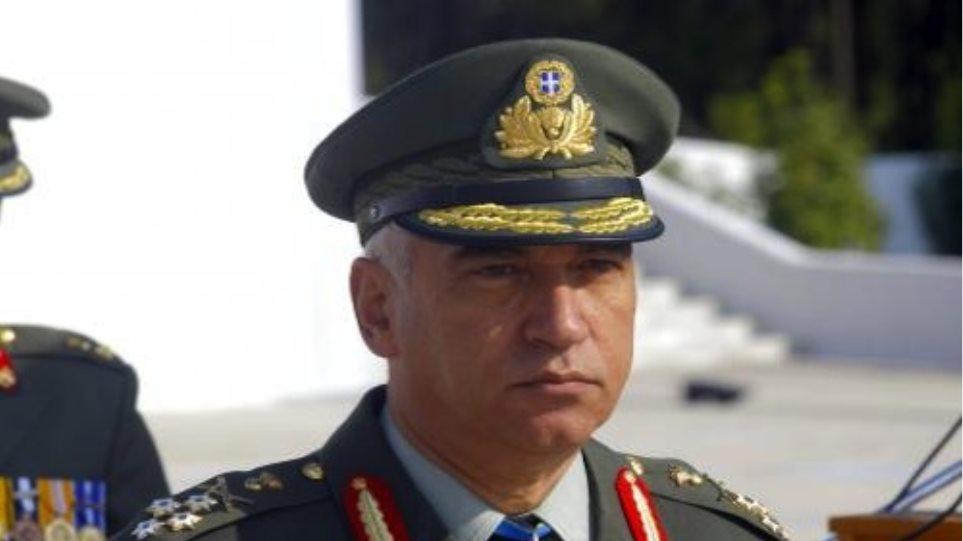 ΟΛΟΙ οι στρατιωτικοί είναι μάχιμοι(!), tweetάρει ο αρχηγός ΓΕΕΘΑ