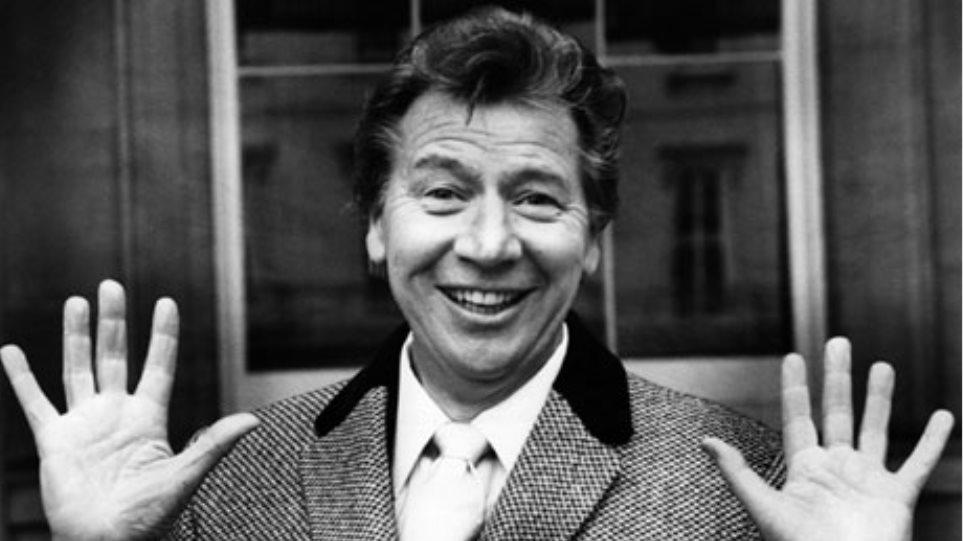 «Έφυγε» ο Βρετανός κωμικός Μαξ Μπάιγκρεϊβ