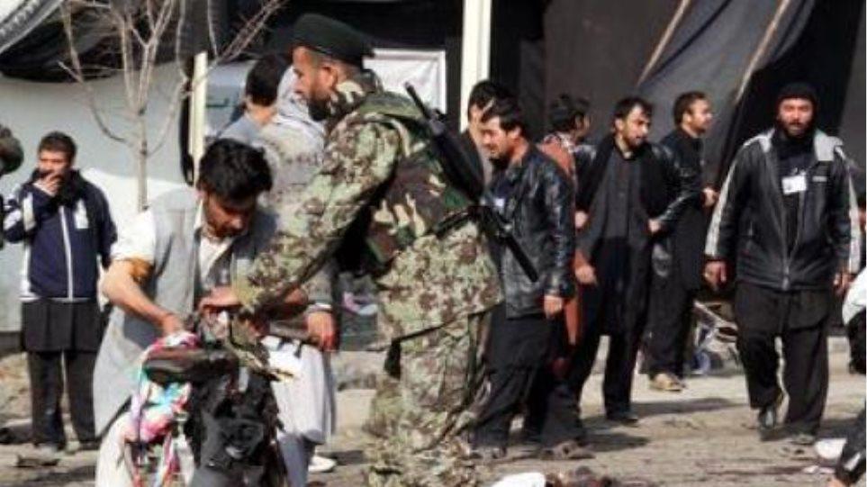 Δώδεκα νεκροί από επίθεση αυτοκτονίας στο Αφγανιστάν