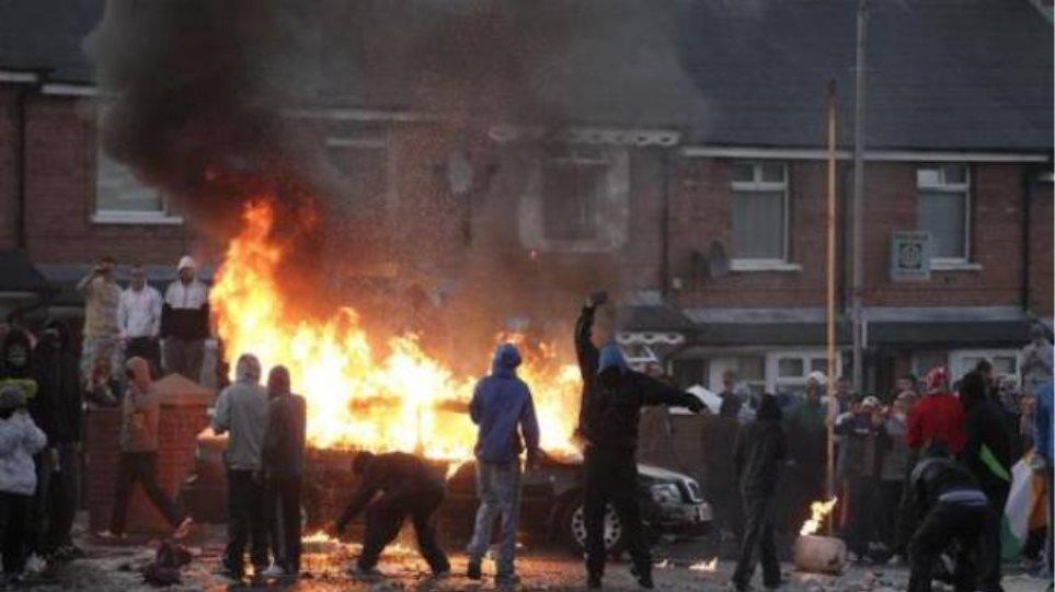 Β. Ιρλανδία: Βίαιες συγκρούσεις μεταξύ καθολικών και προτεσταντών