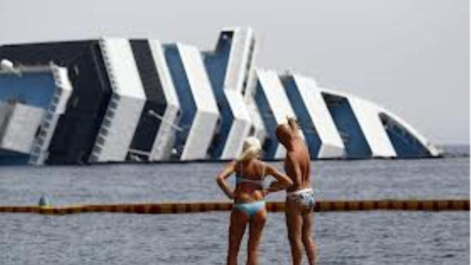 Μακάβρια «τουριστική ατραξιόν» το Costa Concordia