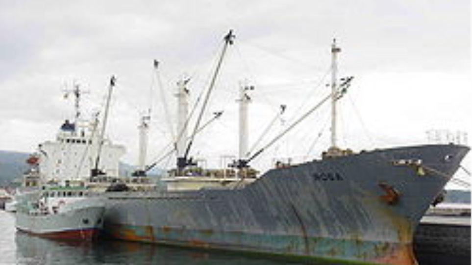 Φωτιά σε φορτηγό πλοίο στη Σκιάθο