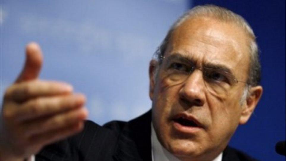 Άνχελ Γκουρία: «Η Ελλάδα δεν θα αποχωρήσει από το ευρώ»