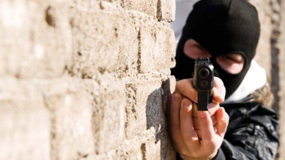 Ζευγάρι εφήβων έπεσε θύμα ληστείας με όπλο «μαϊμού»!