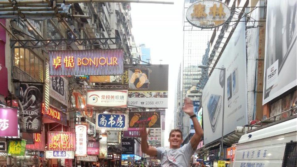 Στους δρόμους του Χονγκ Κονγκ ο Σπύρος Γιαννιώτης