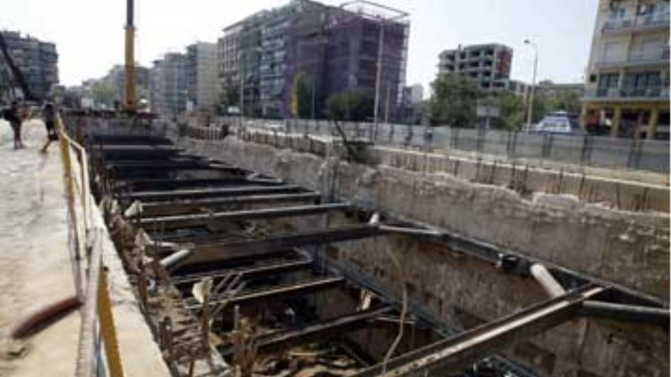 Θεσσαλονίκη: Ξεκολλάει σε δύο σημεία το έργο του μετρό