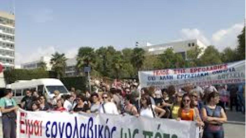 Συνεχίζουν την κατάληψη και τις απεργίες οι εργολαβικοί υπάλληλοι του ΑΠΘ