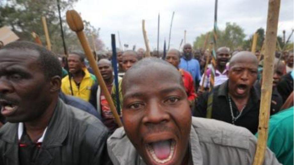 Συνεχίζεται για τρίτη εβδομάδα η απεργία των οδηγών φορτηγών στη Ν. Αφρική