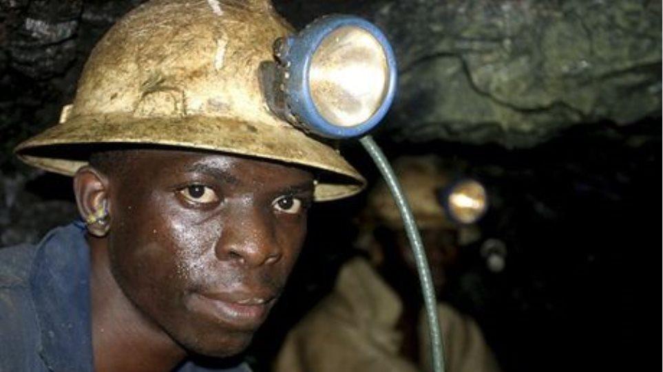 Ν.Αφρική: Χιλιάδες μεταλλωρύχοι απολύθηκαν επειδή συμμετείχαν στις απεργίες