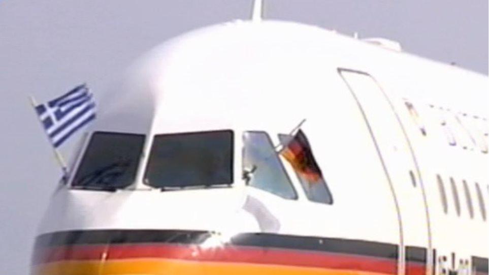 Με ελληνική σημαία το αεροπλάνο της Μέρκελ