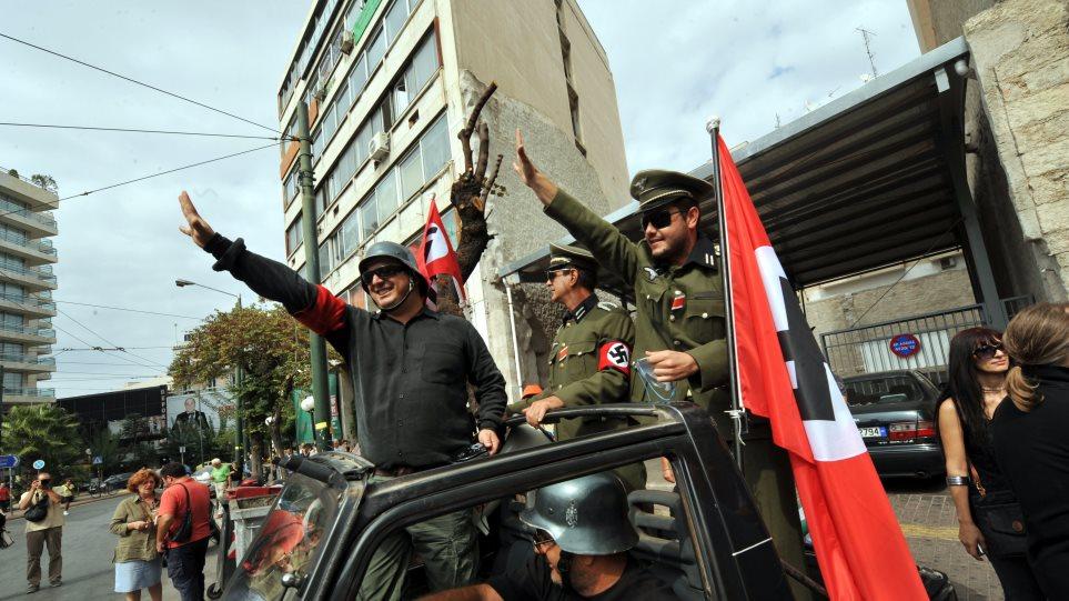 Διαδηλωτές της ΠΟΕ ΟΤΑ ντύθηκαν Ναζί