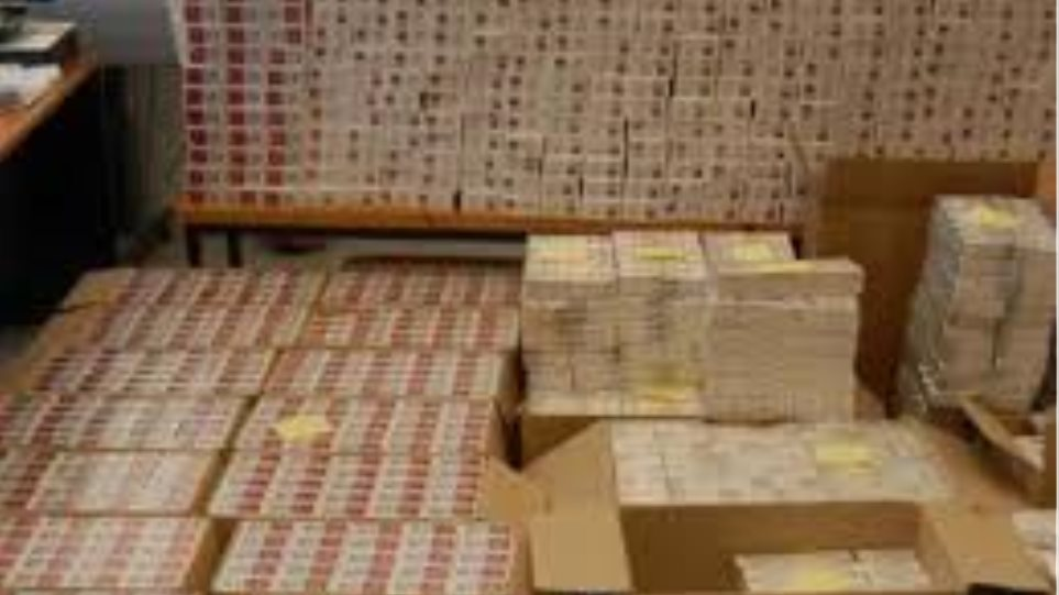 Έφοδος του ΣΔΟΕ σε αποθήκη με λαθραία τσιγάρα στον Ασπρόπυργο