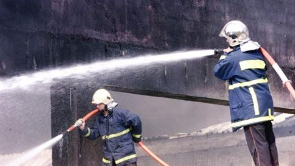 Υπό έλεγχο η πυρκαγιά σε αποθήκη στον Ασπρόπυργο