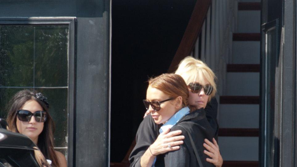 """""""Μαλλιοτραβήγματα"""" μεταξύ της  Lohan και της μαμάς της"""