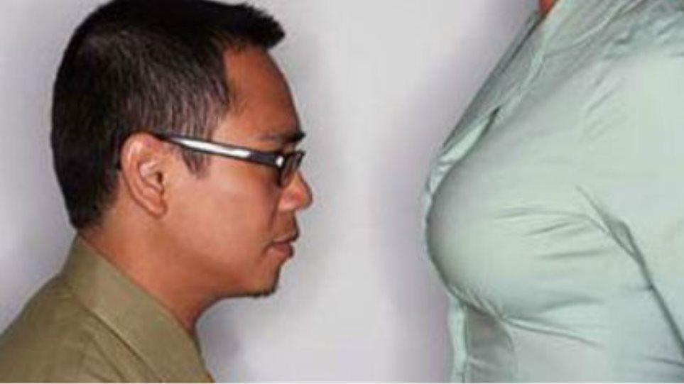 Γιατί οι άνδρες τρώνε… κόλλημα με το γυναικείο στήθος!