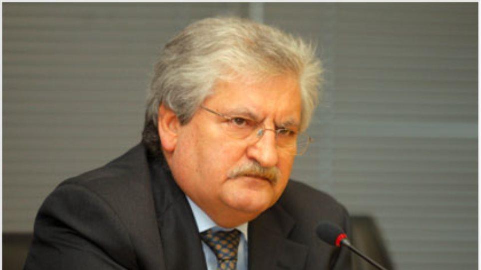 """""""Αδειάζει"""" Βενιζέλο και Παπακωνσταντίνου ο πρώην επικεφαλής του ΣΔΟΕ"""