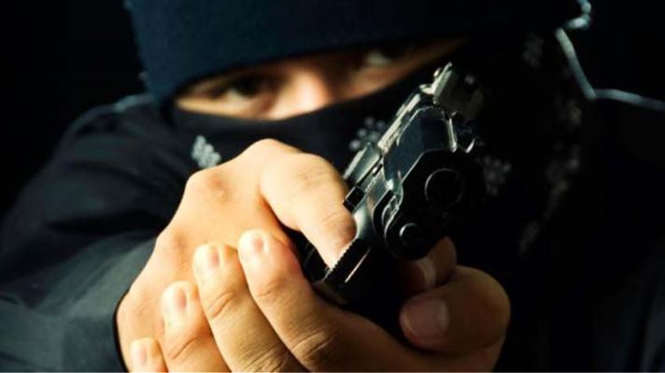 Καβάλα: Άρπαξαν λεφτά και κινητά και εξαφανίστηκαν