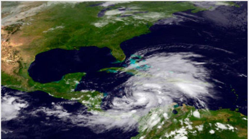 Σε τυφώνα κατηγορίας 1 ενισχύθηκε η τροπική καταιγίδα Σάντυ
