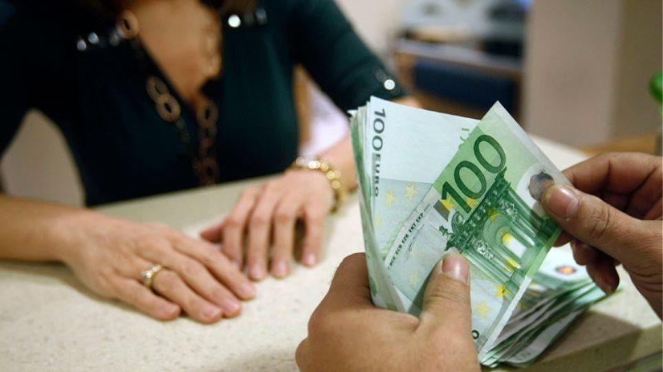 Μισό δισ. λιγότερα δάνεια σε επιχειρήσεις και νοικοκυριά