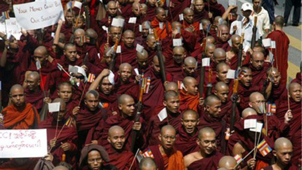 Πολύνεκρες διαθρησκευτικές συγκρούσεις στη Μιανμάρ