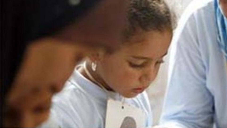Δασκάλα κούρεψε μαθήτριες επειδή δεν φορούσαν μαντήλα