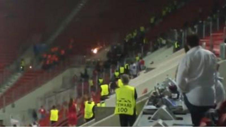 Συμπλοκές στο Καραΐσκάκη ανάμεσα στους οπαδούς της Μονπελιέ και τα ΜΑΤ