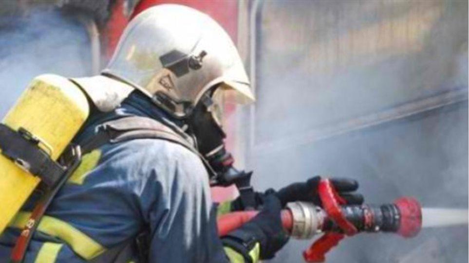 Υπό μερικό έλεγχο η πυρκαγιά σε εργοστάσιο στον Ασπρόπυργο