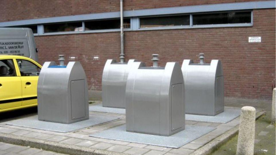 """""""Κάδοι απορριμάτων-παγόβουνα"""" στο Άμστερνταμ"""