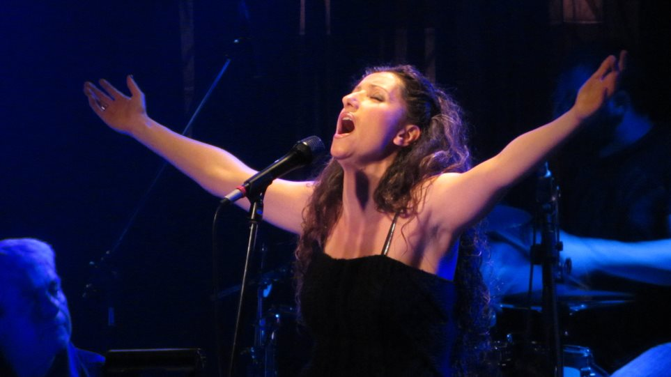 Η Άννα Μπουρμά live στο Ρυθμός Stage