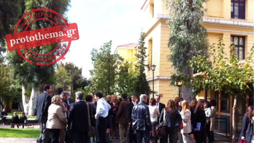 Συγκέντρωση διαμαρτυρίας δικαστών στην Ευελπίδων