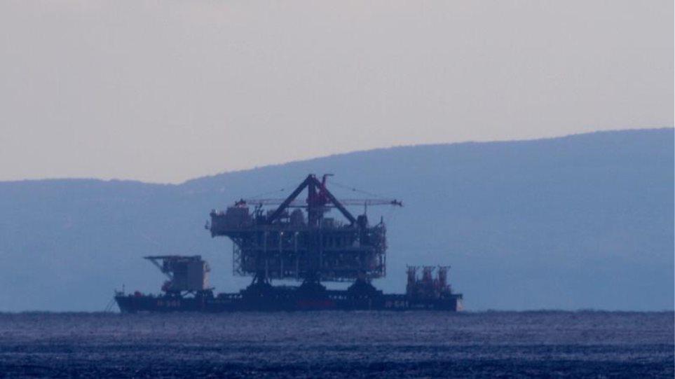 Πλατφόρμα άντλησης πετρελαίου αγκυροβόλησε στην Κρήτη