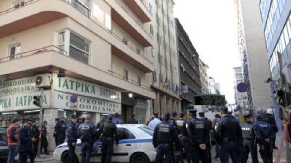 Απετράπη η αυτοκτονία ενός άνδρα στο κέντρο της Αθήνας