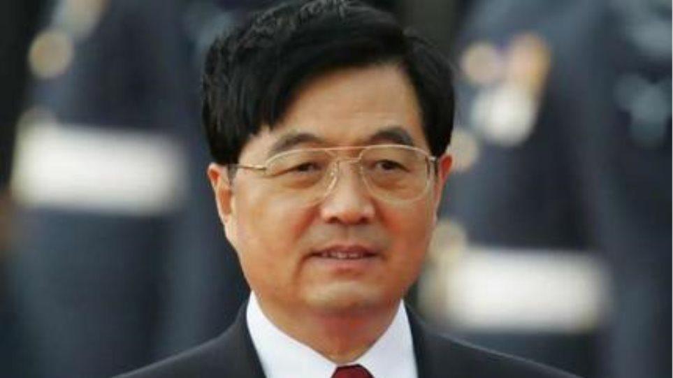 Ο Χου Ζιντάο καλοσωρίζει τον Σι Τζιν Πινγκ ως το νέο πρόεδρο