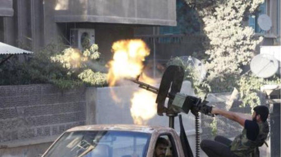 Σφοδρές μάχες στη Συρία εν μέσω μαζικών διαδηλώσεων