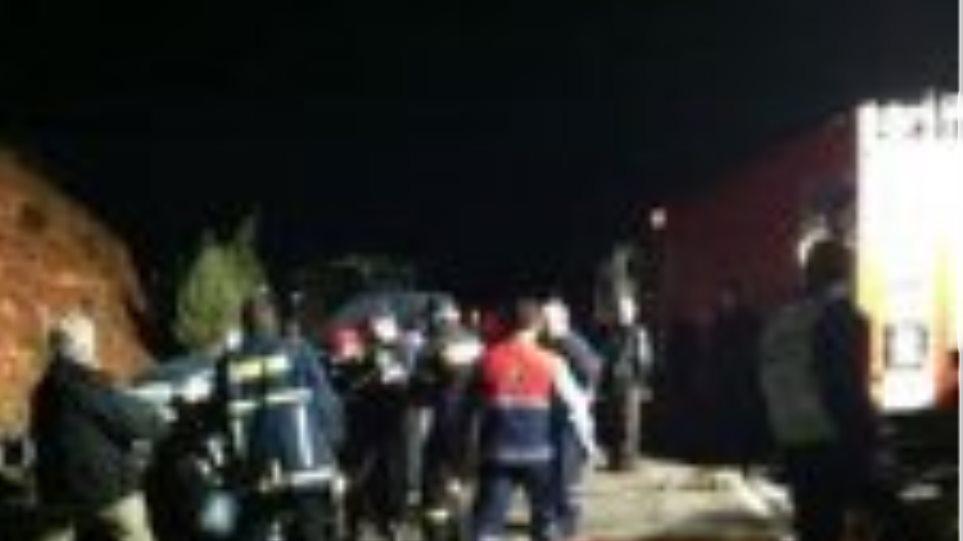 20χρονα έπεσαν με το αυτοκίνητο πάνω σε κολόνα στην Ιεράπετρα