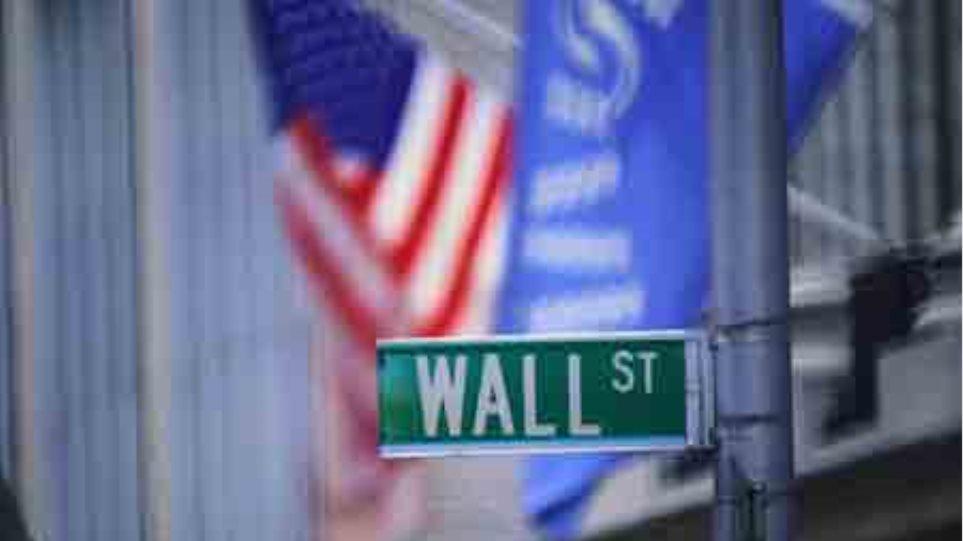 Πτώση άνω του 2% στην εβδομάδα για την Wall