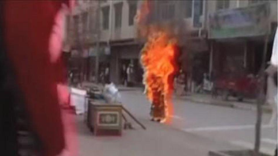 Θιβετιανή αυτοπυρπολήθηκε στην Κίνα