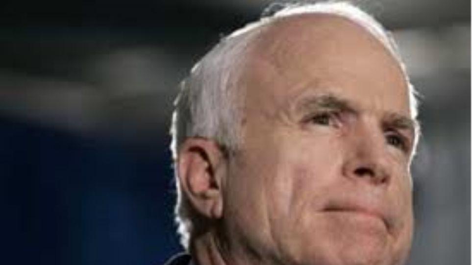 Τζον Μακέιν: Στείλτε ως διαπραγματευτή στη Μέση Ανατολή τον Κλίντον