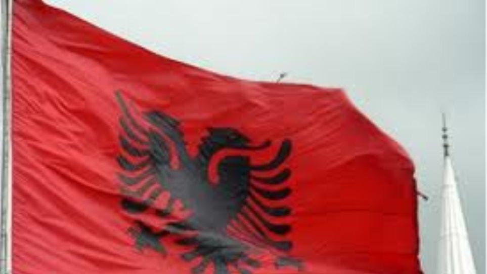 Αλβανικές σημαίες τοποθετήθηκαν σε πόλη της πΓΔΜ