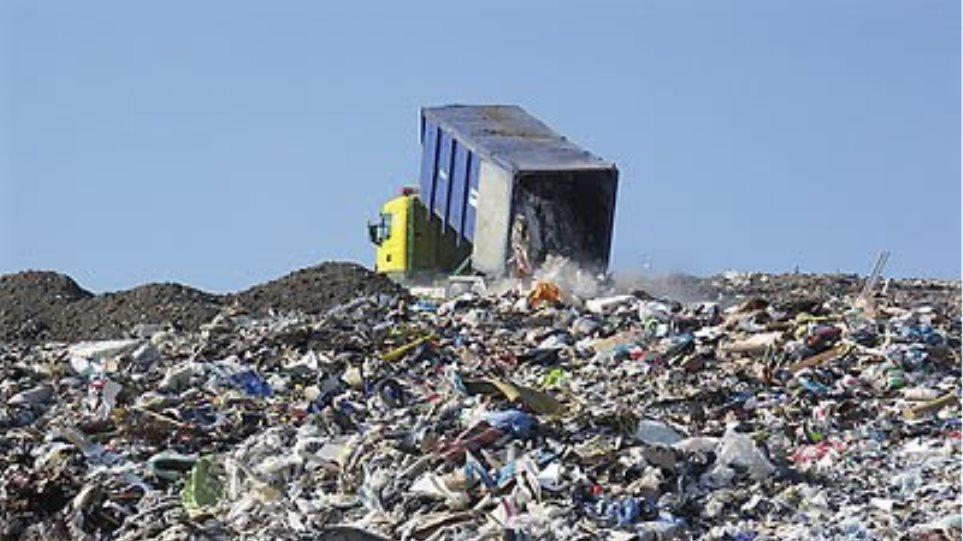 Μπαίνουν ιδιώτες στα σκουπίδια της Αττικής