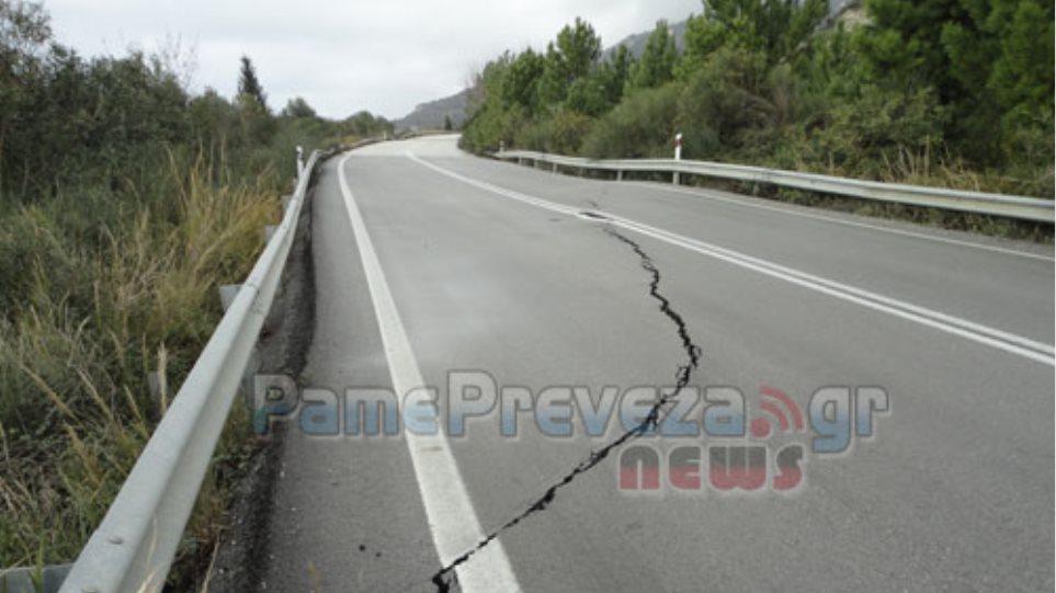 Βυθίζεται ο δρόμος στην ε.ο. Πρέβεζας-Ηγουμενίτσας